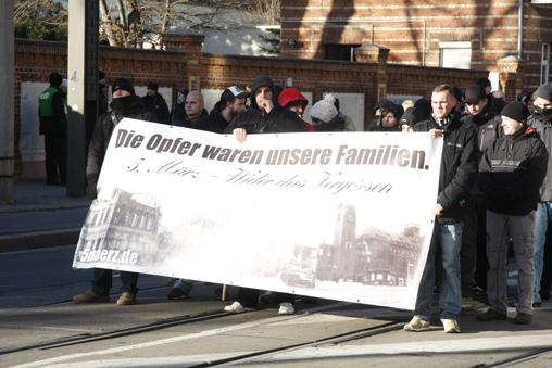 Der NSC-Block beim jährlichen Trauermarsch in Magdeburg
