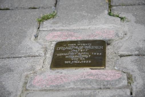 Geschändeter Stolperstein am 12.08.2009